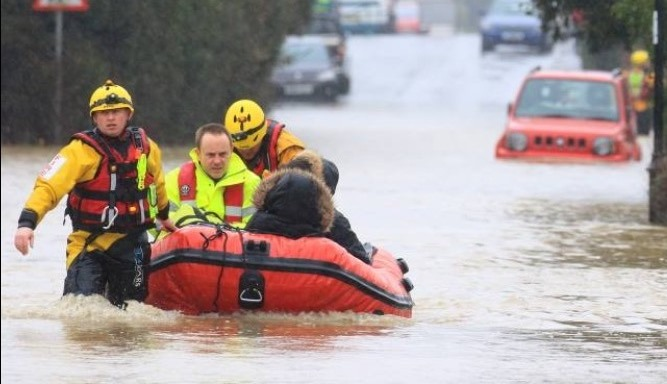 BFRS flood boat outside Fox and House, Riseley March 2016